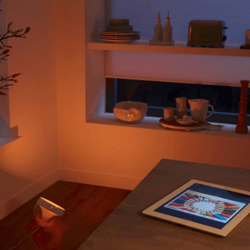 philips hue iris rgbw led tischleuchte. Black Bedroom Furniture Sets. Home Design Ideas